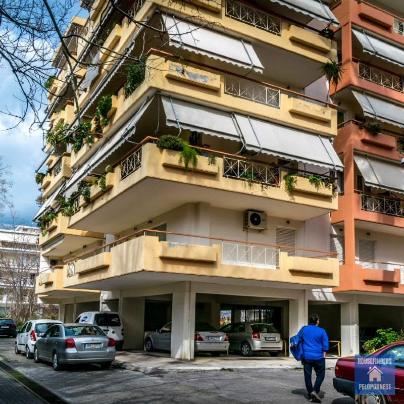 difference buying house vs apartment greece